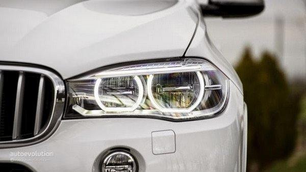 Car's headlights