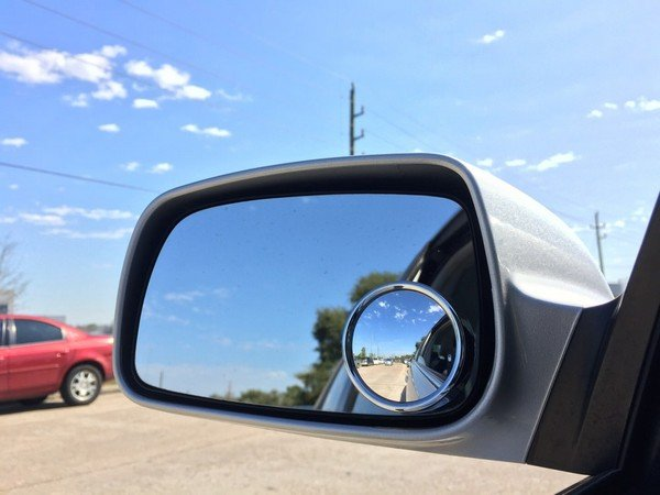 blind spot wing mirror of a car