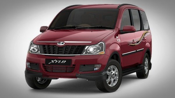 Red Mahindra Xylo 2018 front look family car