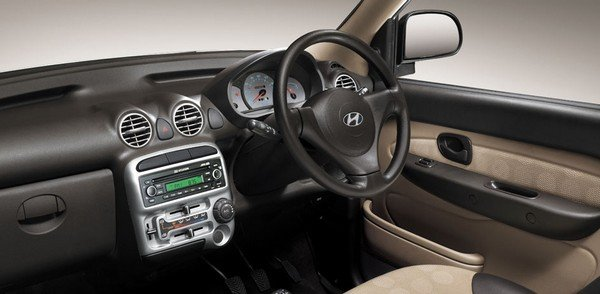Hyundai Santro Xing dashboard interior