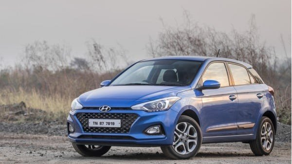 blue 2018 Hyundai Elite i20 parking on road, diagonal right side view