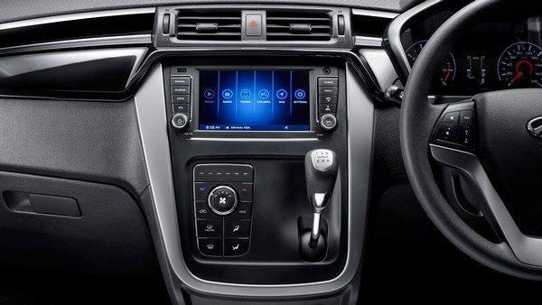 Mahindra KUV 1000 NTX interior central console