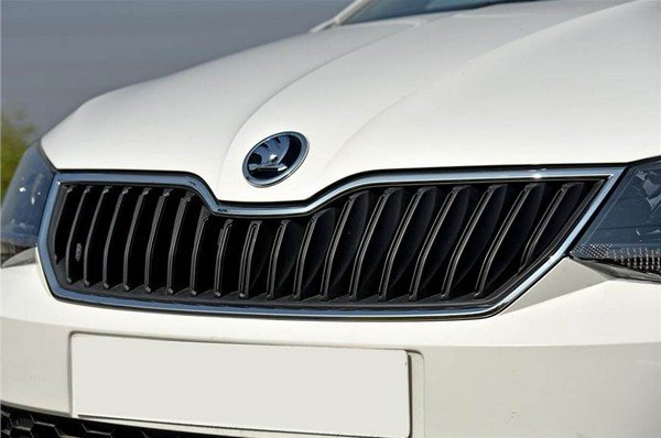 2018 Skoda Rapid's grille, right front view