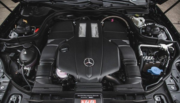 Mercedes-benz S-class 2018's engine, under-the-bonnet view, bonnet being open