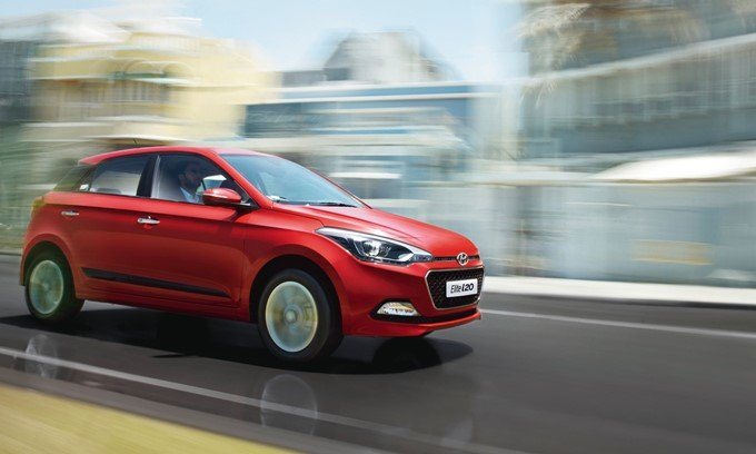 Hyundai Elite i20 red colour on the road front look