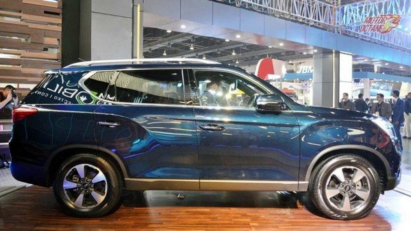 Mahindra XUV700 in showroom side view