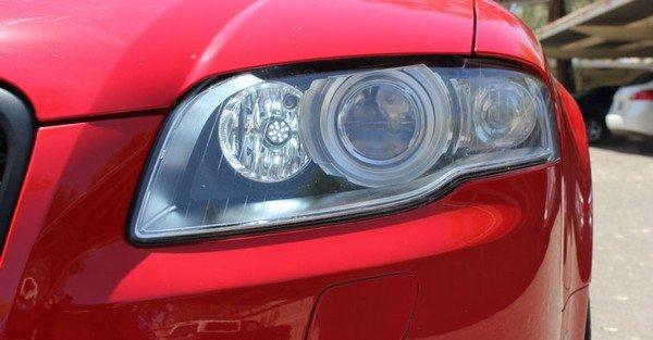 headlight of red car