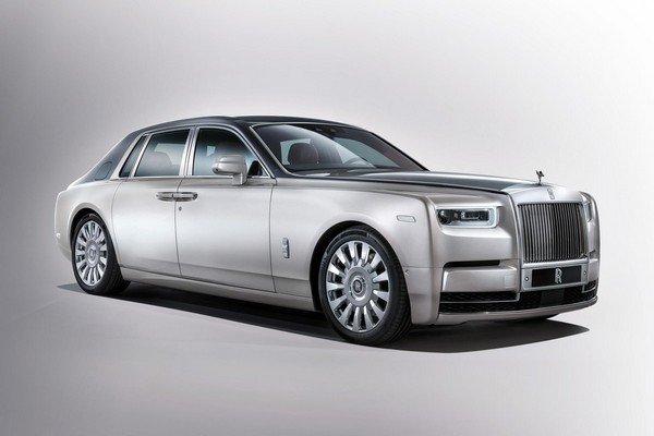Rolls-Royce Phantom silver edition angle view