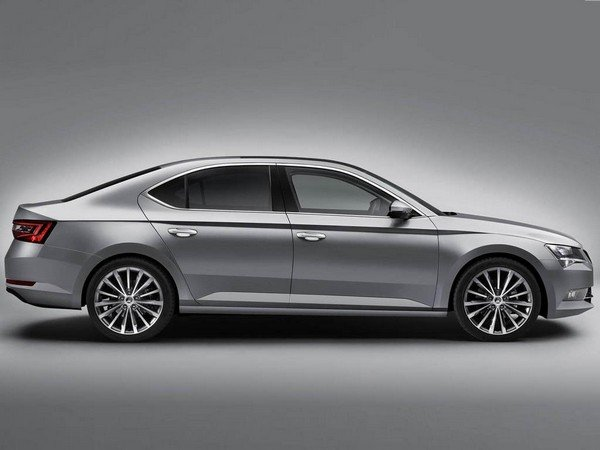 The Skoda Superb Corporate Edition silver color body side