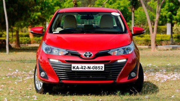 Toyota Yaris front face garden background