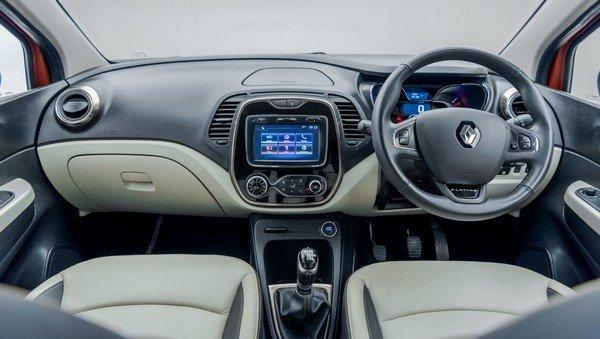Renault Captur interior dasboard