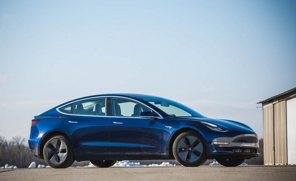 Telsa Model 3 dark blue side profile