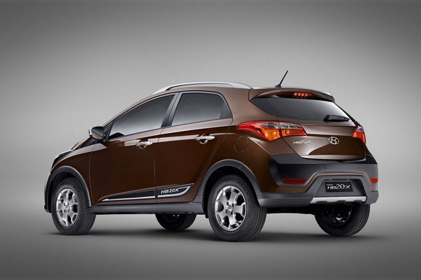 Hyundai HB20X Crossover side view
