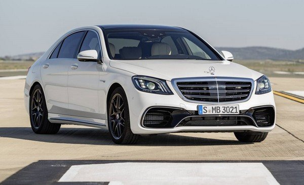 Black Mercedes-benz S-class 2018 parking on road, angular left front view