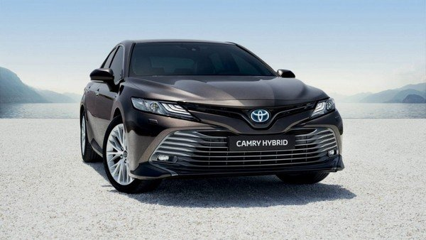 2019 Toyota Camry, black colour, front angular look