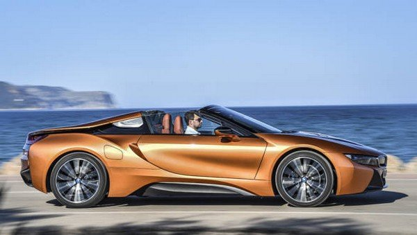 BMW i8 Roadster side profile with roof open when travelling