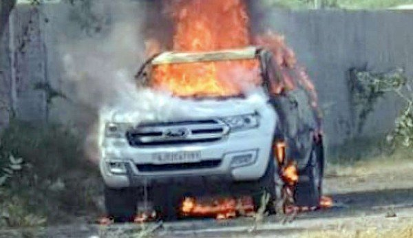 Ford Endeavour on fire