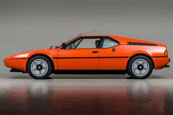 orange BMW M1 side view