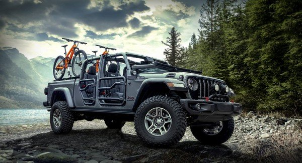 Jeep Gladiator front look outdoor