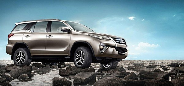 2018 Toyota Fortuner, front right side