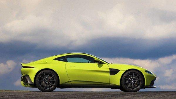 Aston Martin Vanquish, right angular look
