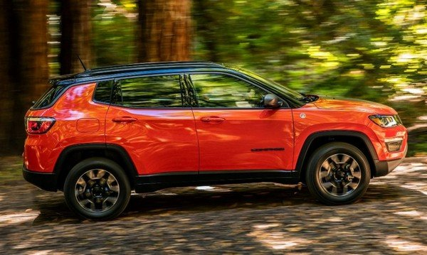 Jeep Compass Trailhawk, right angular look