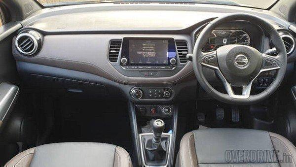 Kicks SUV interior dashboard