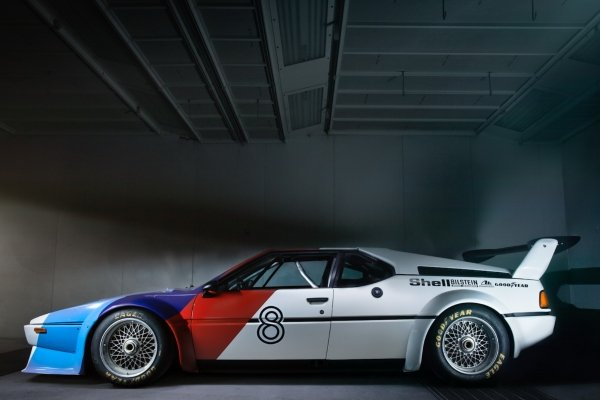 BMW M1 white blue side profile