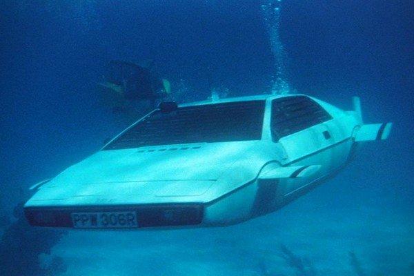 Lotus Esprit S1, Front angular look, underwater