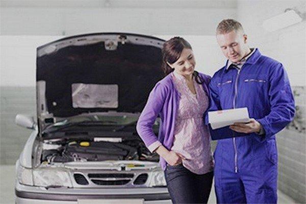 expert inspecting car