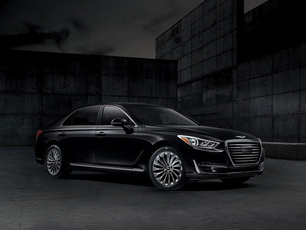 Genesis G90 balck color front and side look