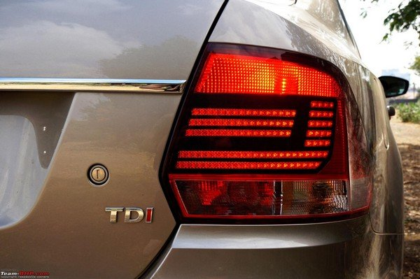 2015 VW Vento tail lamps