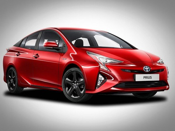 Toyota Prius red right angular look