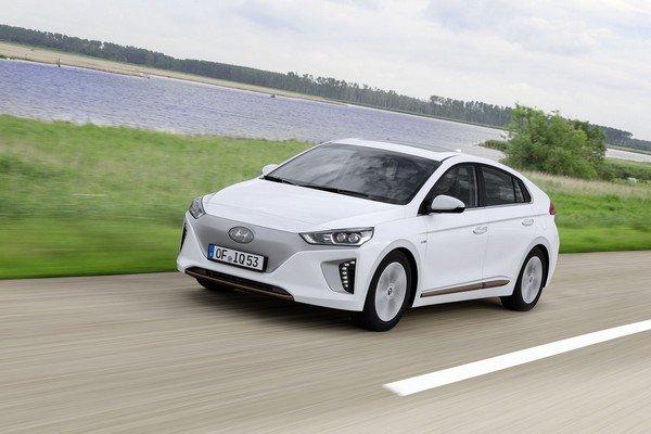 Hyundai Ioniq EV white running