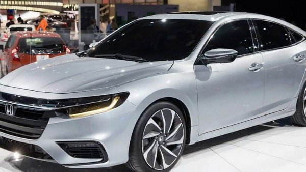 Honda City silver color from right to left
