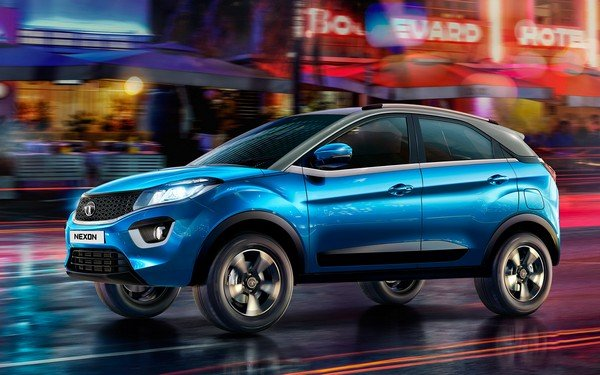 Tata Nexon 2017, blue paint, front left side