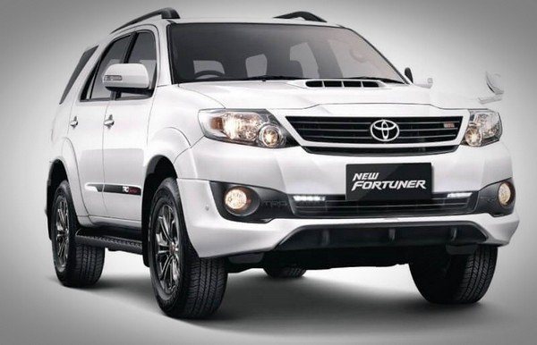 Toyota Fortuner white front view