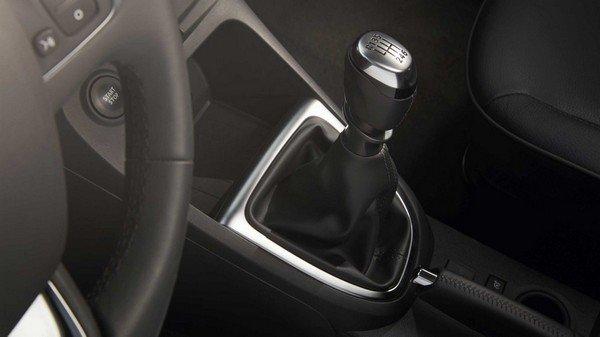Renault Captur 2017 interior gearstick