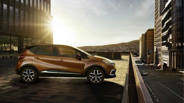 Renault Captur 2017 exterior side view dual tone black and orange colour