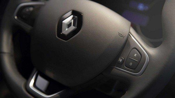 Renault Captur 2017 interior steering wheel
