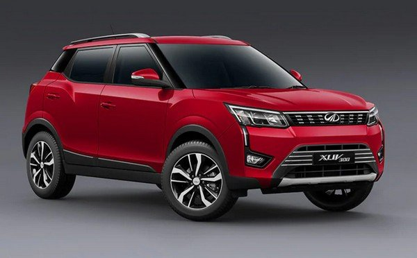 Mahindra XUV300 red color from left to right