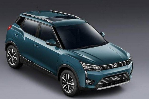 Mahindra XUV300 blue color from left to right