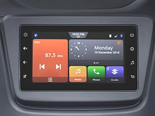 smartplay studio infotainment screen