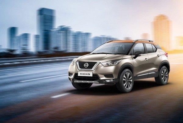 Nissan Kicks silver on road front loojk