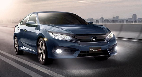 2019 Honda Civic running on road
