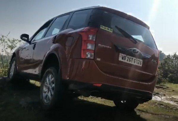 Mahindra XUV500 rear dark red off-road