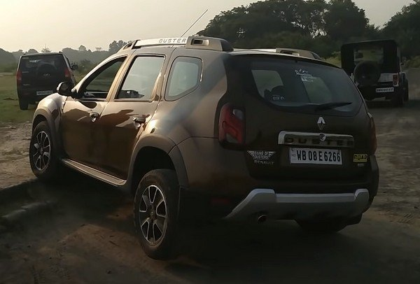 Renault Duster brown rear off-road