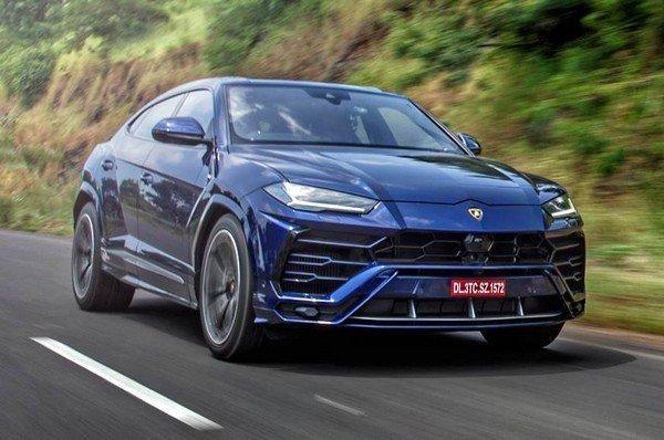 Lamborghini Urus blue in action