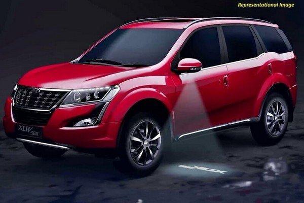 2020 Mahindra XUV500 red angular right