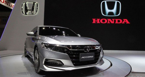 2019 Honda Accord, silver colour, front look
